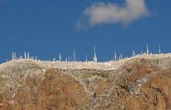 Antennes sur une montagne Images stock
