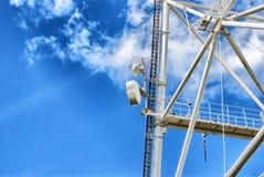 Antennes van mobiele telefoons en kabelbouw Materiaal 3d mededeling Royalty-vrije Stock Fotografie