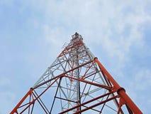 Antennetoren met de hemel Royalty-vrije Stock Afbeelding