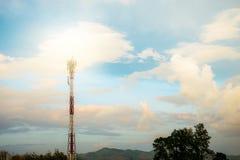 Antennetoren met zonsondergang Royalty-vrije Stock Afbeelding