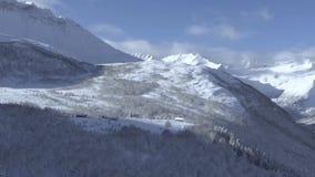 Antennskott av hus på avsatsen av berget i Norge Shevelev stock video