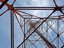 Antenntorn med himlen Royaltyfria Bilder