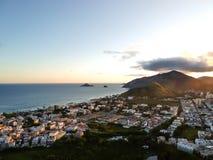 Anteny krajobrazowa fotografia Recreio dos Bandeirantes plaża podczas zmierzchu, z widokami Prainha i Grumari w zdjęcia royalty free