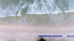 Anteny plaży fala na tropikalnym morzu Fotografia Stock