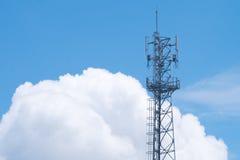 Anteny wierza z biały chmurnym Obrazy Stock