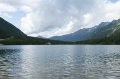 Anterselva sjö på den sena våren Royaltyfri Bild