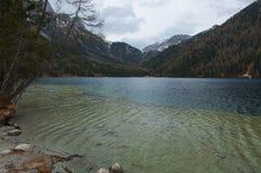 Anterselva& x27; lago bonito de s durante o springer Fotografia de Stock