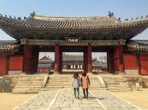 Antes de entrar na área central do palácio de Changgyeonggung fotografia de stock