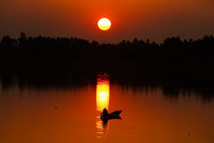 Antes de la puesta del sol imagenes de archivo