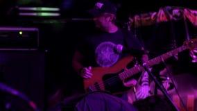 Antes de un concierto de rock almacen de metraje de vídeo