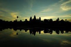 Antes do nascer do sol no wat do angkor Fotografia de Stock