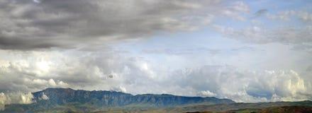 Antes do temporal nas montanhas Imagens de Stock Royalty Free