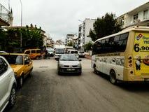 ANTHALYA, ТУРЦИЯ, 7,2017 -го затор движения в ИЮЛЕ в турецком городке Стоковые Изображения RF