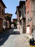 ANTHALYA, ТУРЦИЯ, 7,2017 -го улица в ИЮЛЕ узкая турецкая Стоковые Фото
