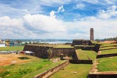 Anthonisz Pamiątkowy Zegarowy wierza w Galle Dziejowym Holenderskim forcie, flaga Rockowy bastion, Sri Lanka fotografia royalty free