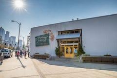 Anthonys码头66餐馆和响铃街吃饭的客人 库存图片