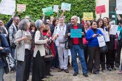 Anthropologues protestant contre le retrait du président brésilien Photographie stock
