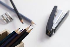 anti офис другие канцелярские принадлежности сшивателя заточника ножниц Стоковая Фотография