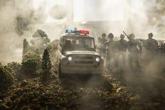 Anti-Aufstandpolizei gibt Signal, bereit zu sein Regierungsenergiekonzept Polizei in der Aktion Blinkende Sirenen des blauen Rote Lizenzfreie Stockbilder