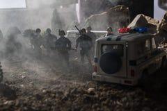 Anti-Aufstandpolizei gibt Signal, bereit zu sein Regierungsenergiekonzept Polizei in der Aktion Blinkende Sirenen des blauen Rote Stockfotos