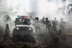 Anti-Aufstandpolizei gibt Signal, bereit zu sein Regierungsenergiekonzept Polizei in der Aktion Blinkende Sirenen des blauen Rote Stockfoto