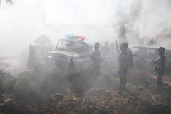 Anti-Aufstandpolizei gibt Signal, bereit zu sein Regierungsenergiekonzept Polizei in der Aktion Blinkende Sirenen des blauen Rote Stockfotografie