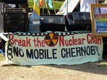 Anti bandiera nucleare di protesta Immagini Stock