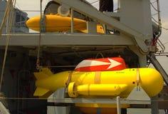 Anti--bryta slags ubåt på slagskeppdäck arkivbild