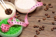 Anti--cellulite kosmetiska produkter med koffein royaltyfri foto