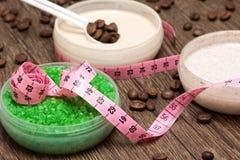 Anti--cellulite kosmetiska produkter med koffein fotografering för bildbyråer