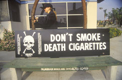 Anti-cigarett slogan Arkivbild