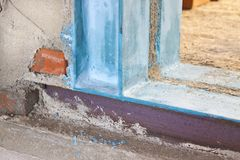 Anti construction métallique séismique avec des profils en métal de poutre et de piliers HEA en métal utiles pour créer une nouve photo stock