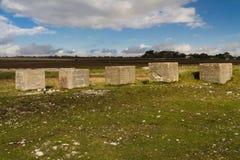 Anti cubes en réservoir, les défenses en pierre d'invasion de la deuxième guerre mondiale Photographie stock
