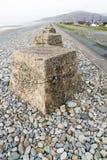 Anti cubes en réservoir, les défenses en pierre d'invasion de la deuxième guerre mondiale Photos libres de droits