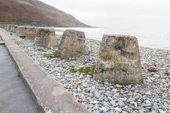 Anti cubes en réservoir, les défenses en pierre d'invasion de la deuxième guerre mondiale Image stock
