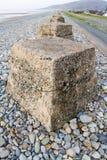 Anti cubes en réservoir, les défenses en pierre d'invasion de la deuxième guerre mondiale Images libres de droits