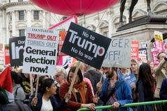 Anti-Donald Trump Protesters in zentralem London lizenzfreie stockbilder