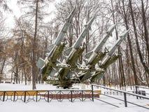 Anti--flygplan missiler bombarderade dag med insnöat parkera arkivfoton