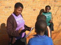 Anti-hulpactivist die over besnijdenis aan schooljongens verklaren Royalty-vrije Stock Foto