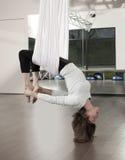 Anti ioga da gravidade imagem de stock
