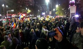 Anti-kommunism för massiv protest och pro-demokrati i Bucharest Fotografering för Bildbyråer