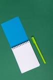 anti kontor annan brevpapper för saxsharpenerhäftapparat Arkivfoto