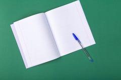anti kontor annan brevpapper för saxsharpenerhäftapparat Royaltyfria Foton