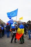 Anti-korruptionpersoner som protesterar i Bucharest, Rumänien Arkivbild