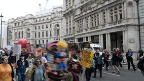 Anti marcha de protesto do trunfo - Londres video estoque