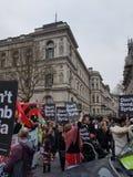 Anti protesto do bombardeio de Síria na frente de 10 Downing Street Imagens de Stock