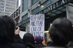 Anti rassemblement d'atout devant la tour d'atout à Toronto Photos libres de droits