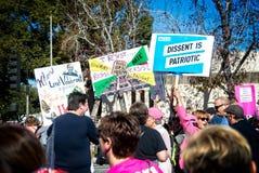 Anti-troefberichten bij de 2018 Vrouwen ` s Maart in Santa Ana Stock Foto