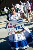 Anti--trumf meddelanden på mars för ` s för 2018 kvinnor i Santa Ana Royaltyfria Foton