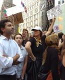 Anti--trumf samlar, fördömer nazister och vit övermakt, NYC, NY, USA Royaltyfria Bilder